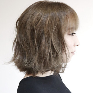 アッシュ 切りっぱなし フェミニン ハイトーン ヘアスタイルや髪型の写真・画像