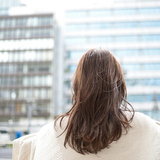 前髪あり 透明感 グレージュ アッシュ ヘアスタイルや髪型の写真・画像