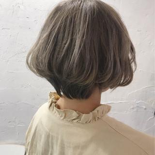 ボブ ハイトーン ベージュ グレー ヘアスタイルや髪型の写真・画像