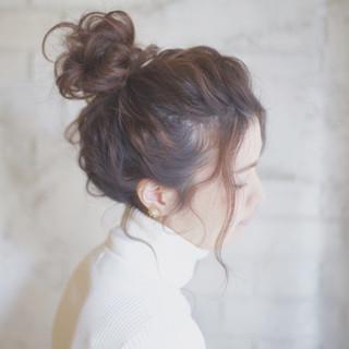 お団子 ヘアアレンジ 簡単ヘアアレンジ ゆるふわ ヘアスタイルや髪型の写真・画像