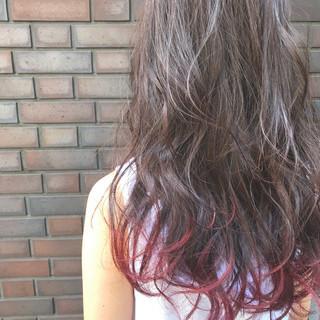 レッド ガーリー ピンクアッシュ ロング ヘアスタイルや髪型の写真・画像