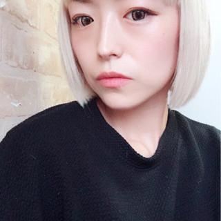 外国人風カラー ボブ 前髪パッツン ブリーチ ヘアスタイルや髪型の写真・画像
