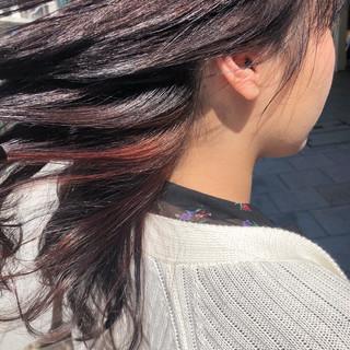 ベリーピンク ロング ブリーチ無し インナーカラー ヘアスタイルや髪型の写真・画像
