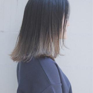 グラデーションカラー ナチュラル ミディアム グレージュ ヘアスタイルや髪型の写真・画像
