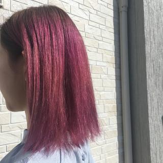 ピンク デザインカラー 切りっぱなしボブ ブリーチカラー ヘアスタイルや髪型の写真・画像