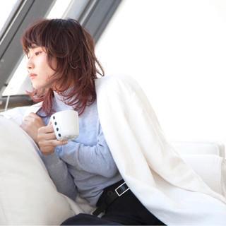 ミディアム ウェットヘア 外国人風 パーマ ヘアスタイルや髪型の写真・画像