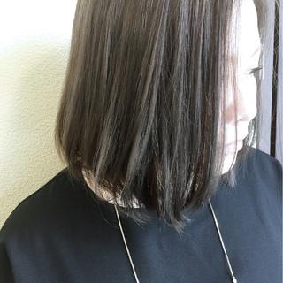 外ハネ グレージュ ストリート 透明感 ヘアスタイルや髪型の写真・画像