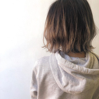 ミディアム ナチュラル 外ハネボブ グラデーションカラー ヘアスタイルや髪型の写真・画像