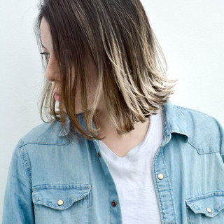 斜め前髪 ミディアム リラックス ハイライト ヘアスタイルや髪型の写真・画像