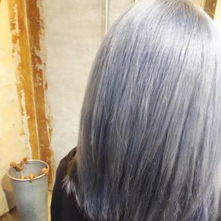 個性的 シルバーアッシュ ハイトーン ダブルカラー ヘアスタイルや髪型の写真・画像