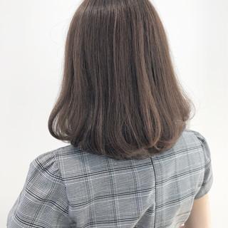 ロブ フェミニン 切りっぱなし ミルクティーベージュ ヘアスタイルや髪型の写真・画像