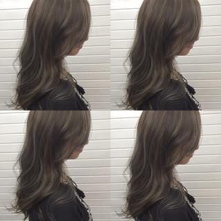グレージュ ハイライト 暗髪 外国人風 ヘアスタイルや髪型の写真・画像