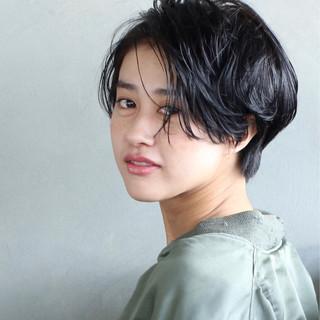 パーマ 黒髪 ショート 暗髪 ヘアスタイルや髪型の写真・画像 ヘアスタイルや髪型の写真・画像