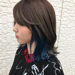 インナーカラー ミディアム ブルー ストリート ヘアスタイルや髪型の写真・画像
