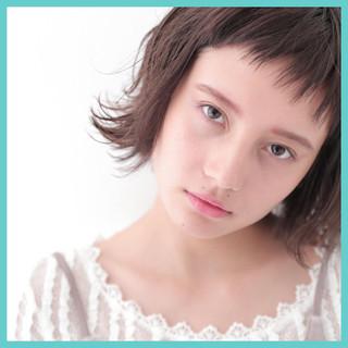 ガーリー ショートバング ウェットヘア 小顔 ヘアスタイルや髪型の写真・画像