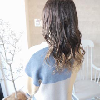 グレージュ デート アンニュイほつれヘア 上品 ヘアスタイルや髪型の写真・画像