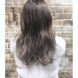 ミディアム バレイヤージュ ナチュラル グラデーションカラー ヘアスタイルや髪型の写真・画像