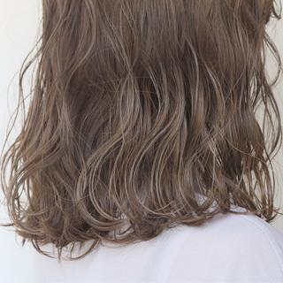 透明感カラー ミディアム ナチュラル アンニュイほつれヘア ヘアスタイルや髪型の写真・画像