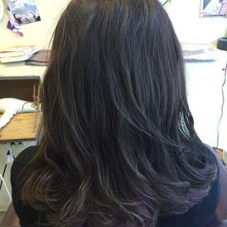 インナーカラー ストリート アッシュグレー セミロング ヘアスタイルや髪型の写真・画像