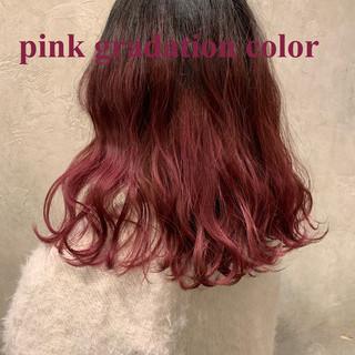 ピンク ミディアム ストリート ハイライト ヘアスタイルや髪型の写真・画像