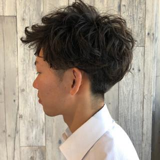 ナチュラル オフィス メンズ メンズパーマ ヘアスタイルや髪型の写真・画像