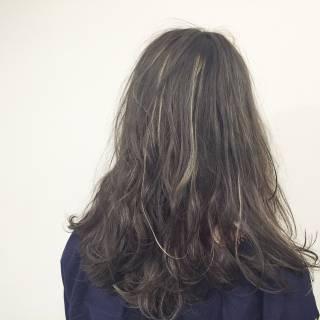 セミロング ウェットヘア ストリート マルサラ ヘアスタイルや髪型の写真・画像