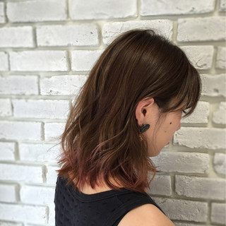 外国人風 ベージュ グラデーションカラー 波ウェーブ ヘアスタイルや髪型の写真・画像