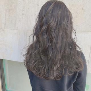 大人女子 デート アッシュ グレージュ ヘアスタイルや髪型の写真・画像