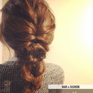 ミディアム ヘアアレンジ フェミニン 裏編み込み ヘアスタイルや髪型の写真・画像