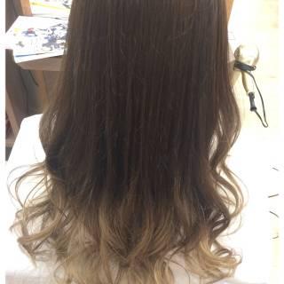グレージュ ゆるふわ グラデーションカラー 外国人風カラー ヘアスタイルや髪型の写真・画像