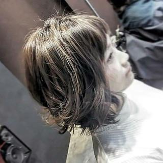 グレージュ ツーブロック ボブ 外国人風 ヘアスタイルや髪型の写真・画像