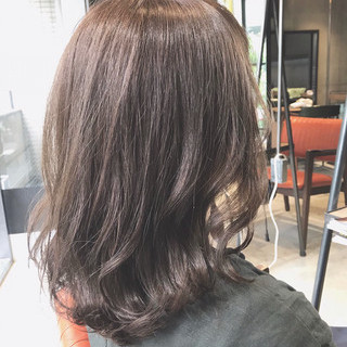 ミルクティー 大人可愛い 透明感カラー 大人ミディアム ヘアスタイルや髪型の写真・画像