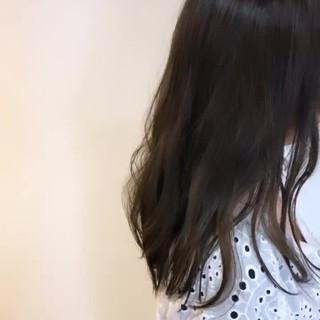 セミロング ママヘア 透明感 ゆるウェーブ ヘアスタイルや髪型の写真・画像 ヘアスタイルや髪型の写真・画像