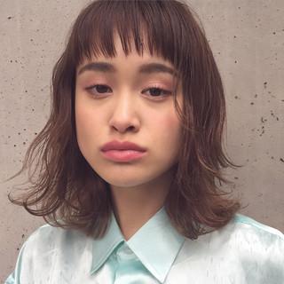 暗髪 前髪あり 外国人風 ハイライト ヘアスタイルや髪型の写真・画像 ヘアスタイルや髪型の写真・画像