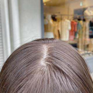 ミルクティーベージュ インナーカラー ナチュラル グレージュ ヘアスタイルや髪型の写真・画像