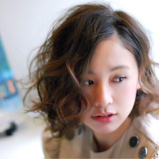 ウェーブ パーマ  ミディアム ヘアスタイルや髪型の写真・画像
