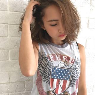 ミディアム かき上げ前髪 前髪あり 外国人風 ヘアスタイルや髪型の写真・画像