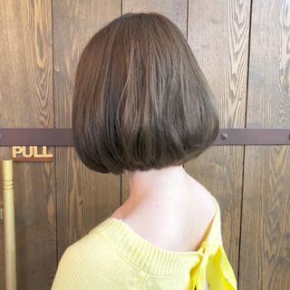 アッシュグレージュ ボブ ゆるふわ ナチュラル ヘアスタイルや髪型の写真・画像