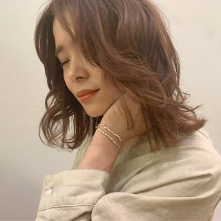 ミディアム デート オフィス かわいい ヘアスタイルや髪型の写真・画像
