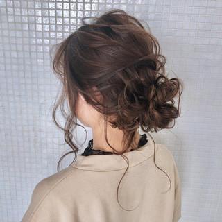 フェミニン お団子アレンジ くるりんぱ 簡単ヘアアレンジ ヘアスタイルや髪型の写真・画像 ヘアスタイルや髪型の写真・画像
