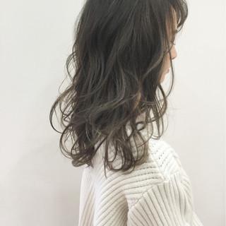 大人かわいい グレージュ セミロング 外国人風カラー ヘアスタイルや髪型の写真・画像