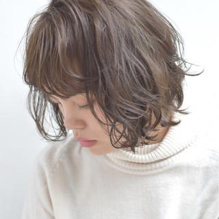ボブ フリンジバング 透明感 ミルクティー ヘアスタイルや髪型の写真・画像