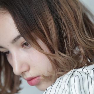 アンニュイほつれヘア 外国人風カラー グレージュ ナチュラル ヘアスタイルや髪型の写真・画像
