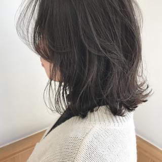 ロブ 外ハネ ハイライト 切りっぱなし ヘアスタイルや髪型の写真・画像