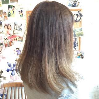 ガーリー 外国人風 インナーカラー セミロング ヘアスタイルや髪型の写真・画像
