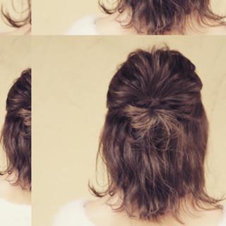 ミディアム ハーフアップ デート アッシュ ヘアスタイルや髪型の写真・画像