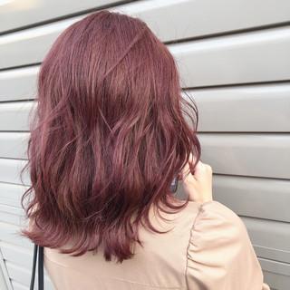 セミロング ベリーピンク ピンク ピンクブラウン ヘアスタイルや髪型の写真・画像
