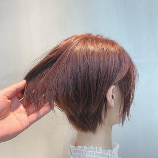 ミディアム ピンクベージュ ラズベリーピンク ナチュラル ヘアスタイルや髪型の写真・画像