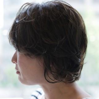 スモーキーカラー レイヤーカット ヘアカラー ショート ヘアスタイルや髪型の写真・画像