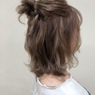 ナチュラル ミディアム ハーフアップ 簡単ヘアアレンジ ヘアスタイルや髪型の写真・画像
